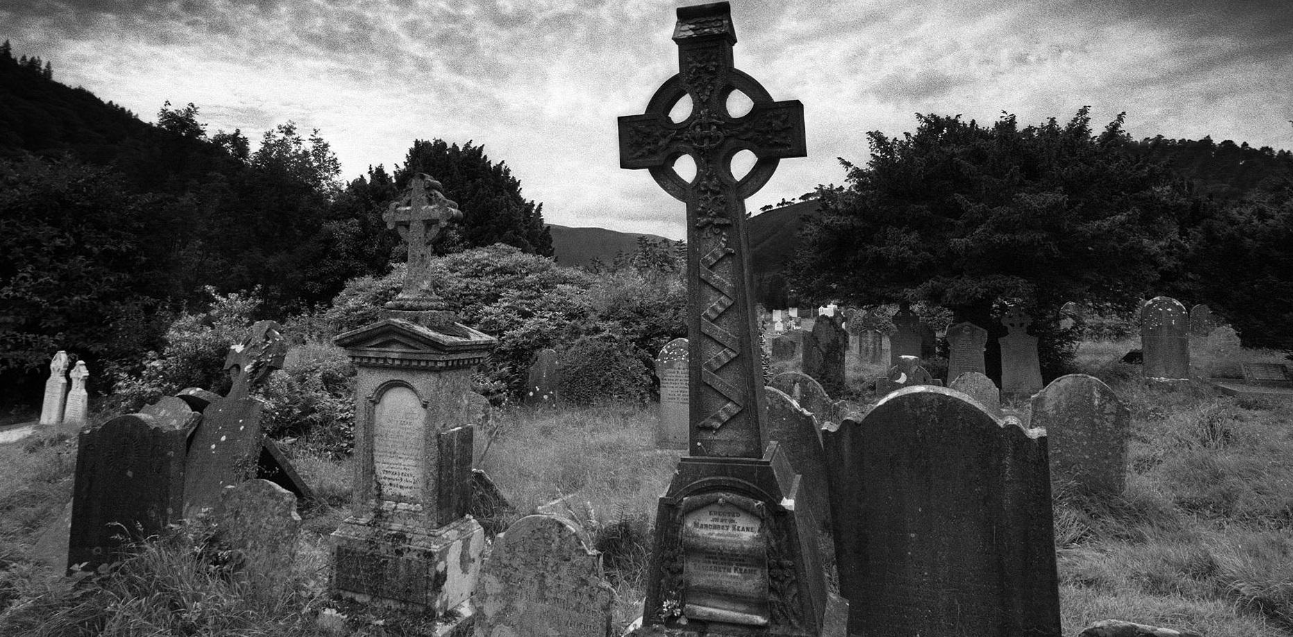 trabalhos de magia feitos em cemitérios2